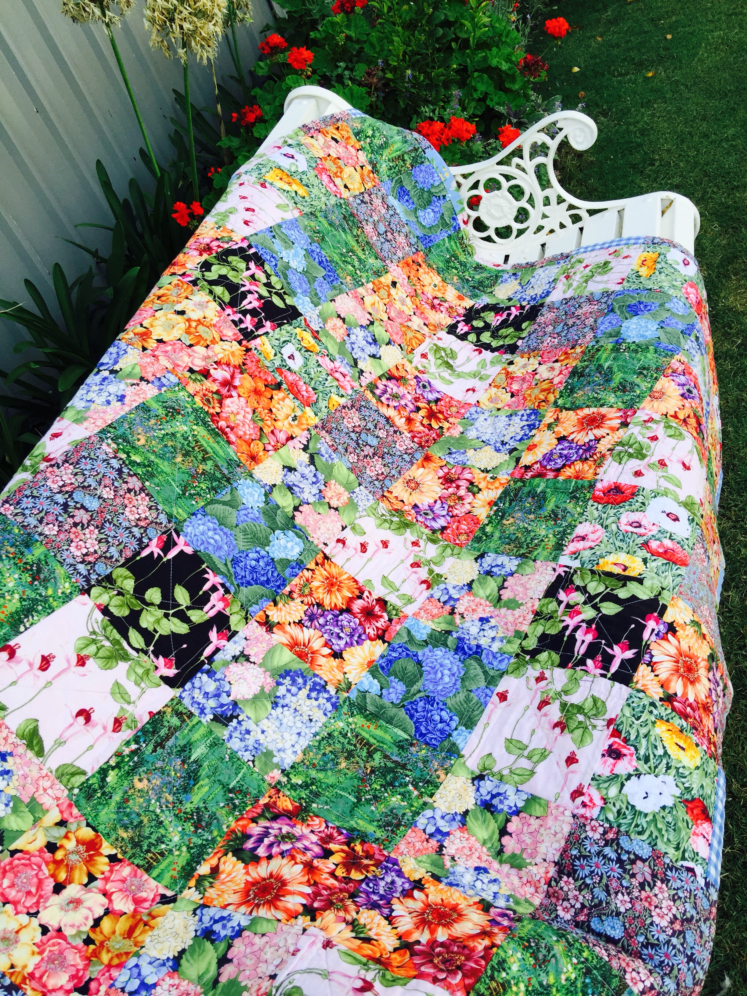 susie s garden lap quilt free pattern susies. Black Bedroom Furniture Sets. Home Design Ideas