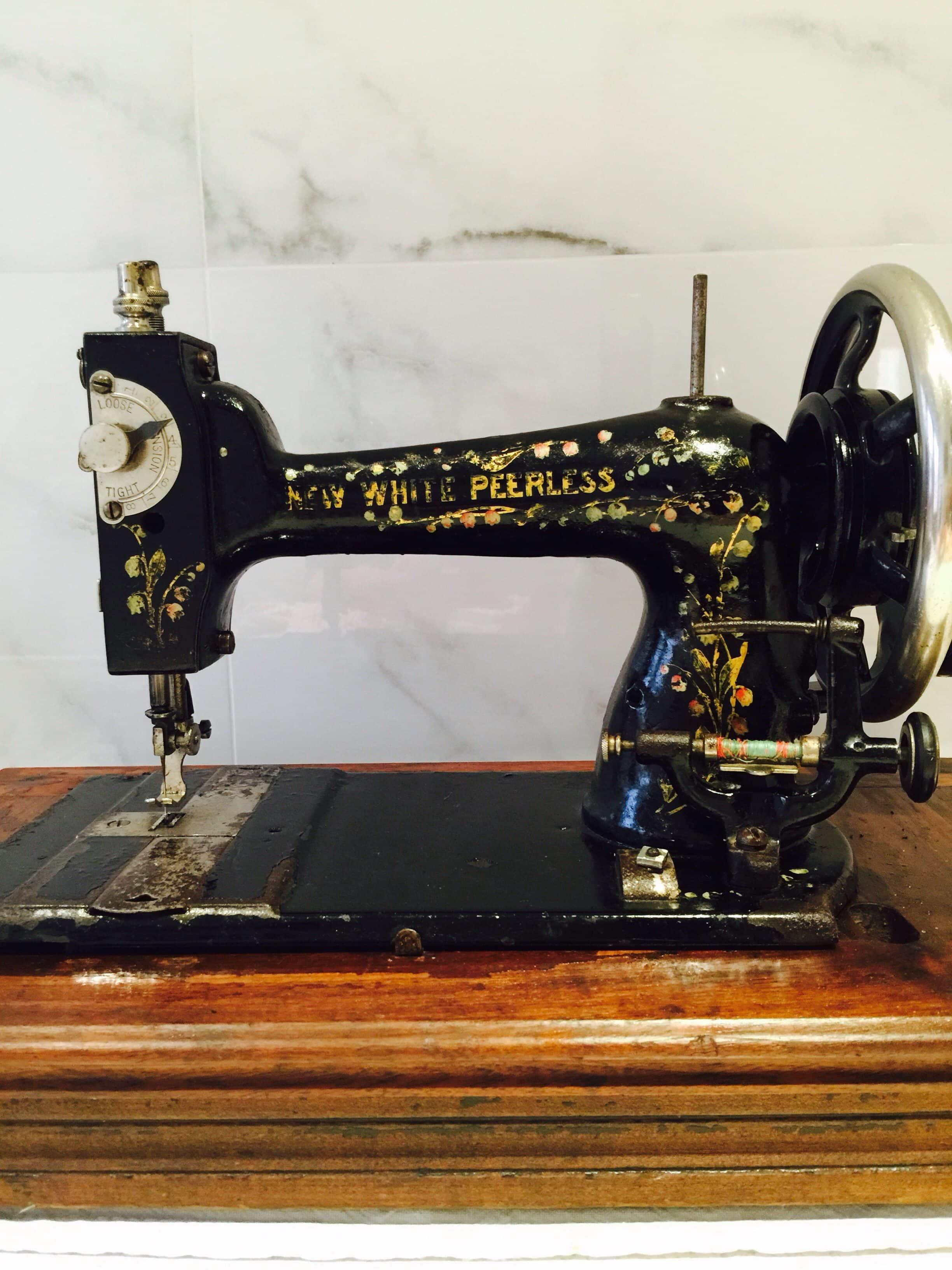 New White Peerless Antique Sewing Machine - susies-scraps.com