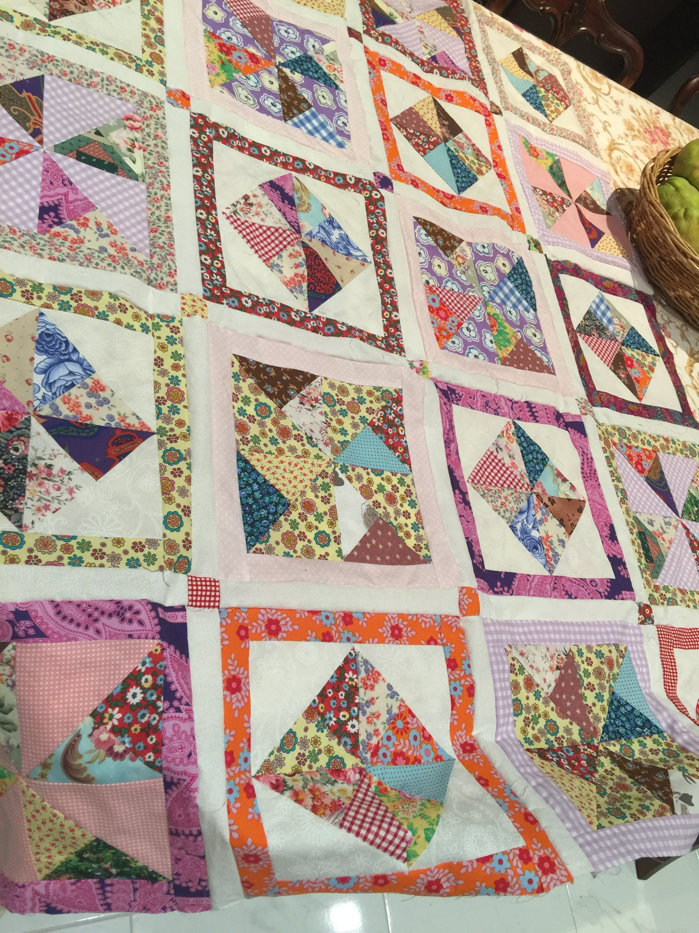 Framing Pinwheels Quilt and Pattern - susies-scraps com