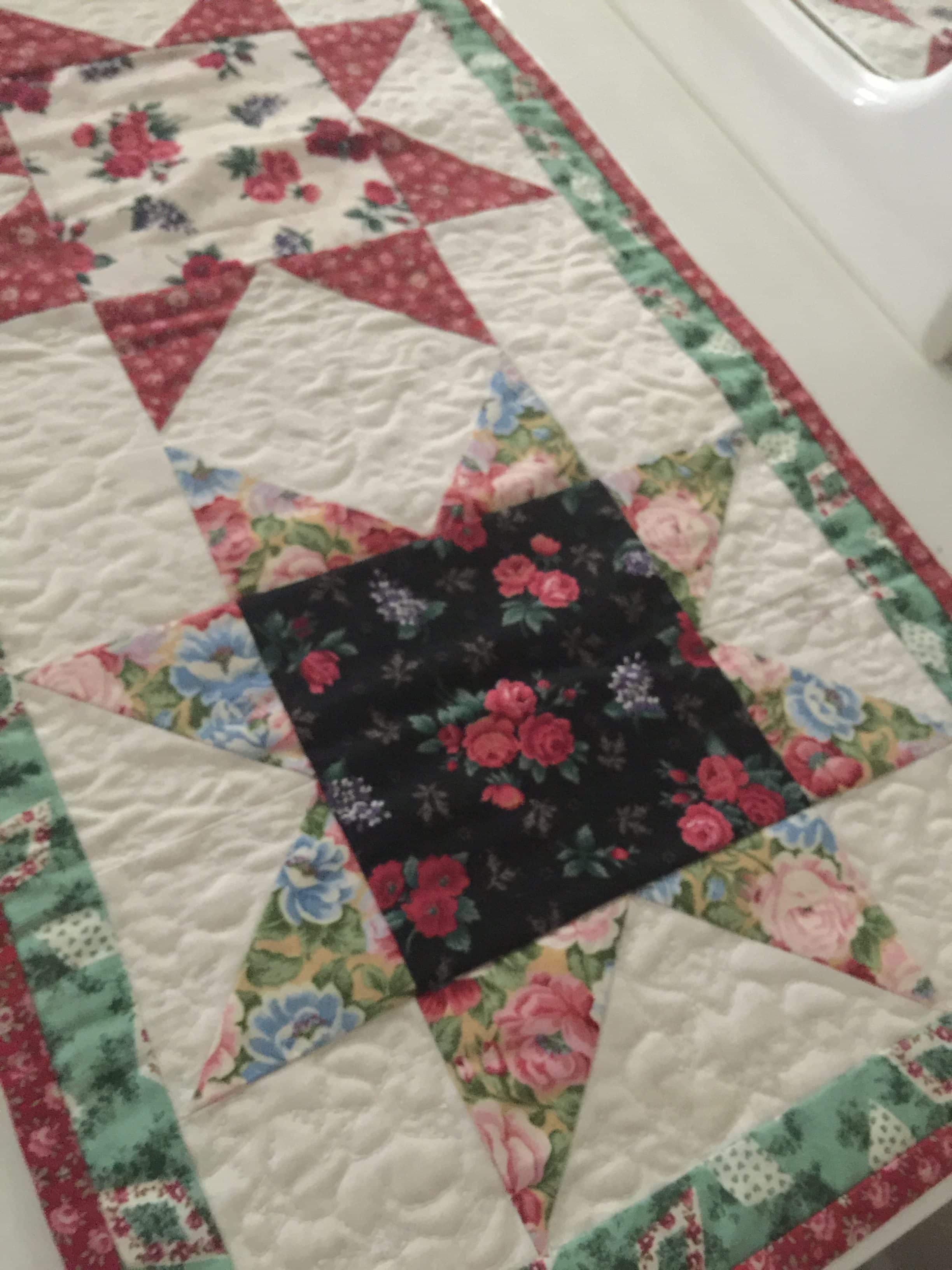 Free Printable Christmas Table Runner Quilt Patterns : Christmas Stars Table Runner and Pattern susies-scraps.com