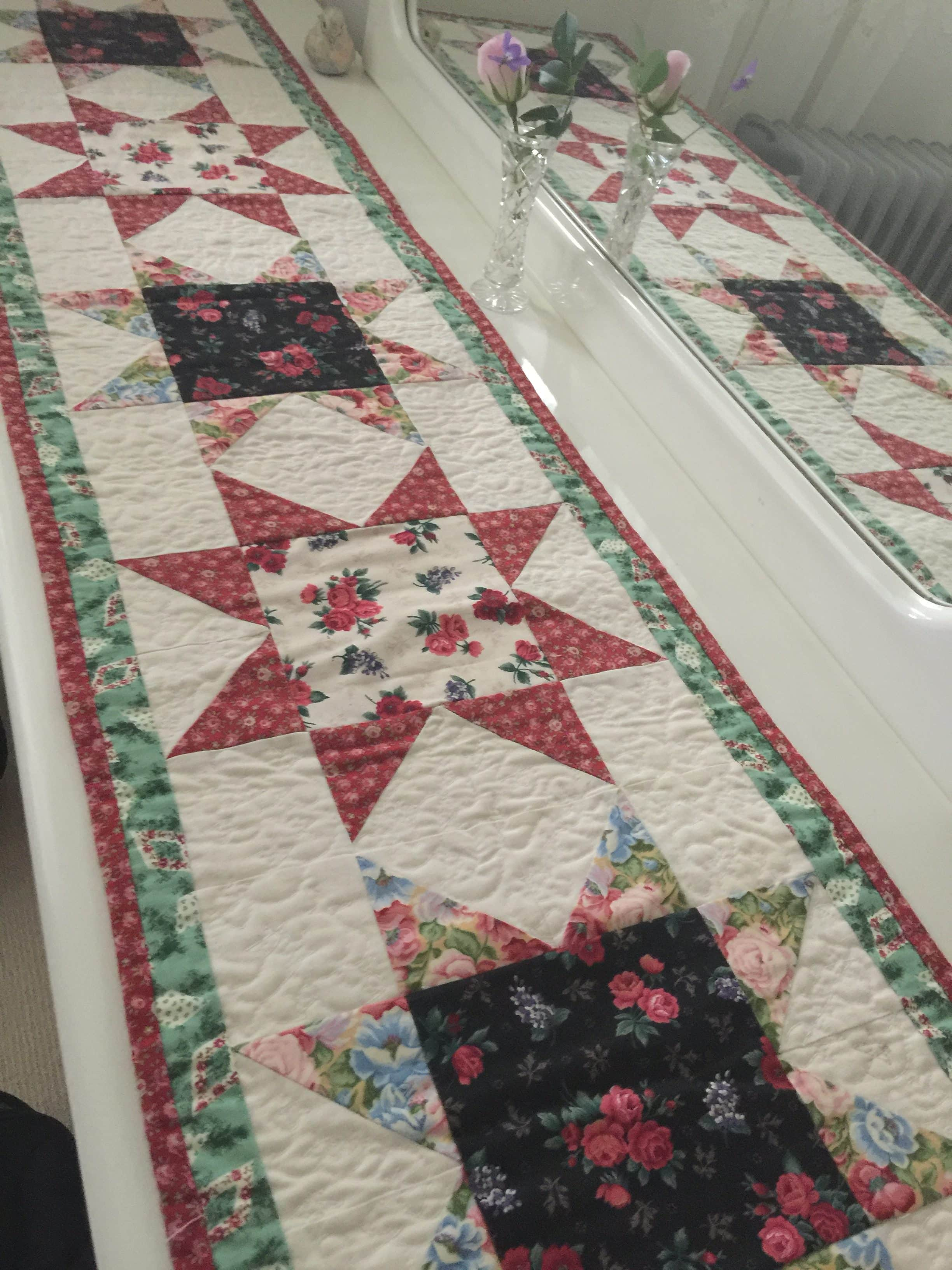 Christmas Stars Table Runner And Pattern Susies Scraps Com